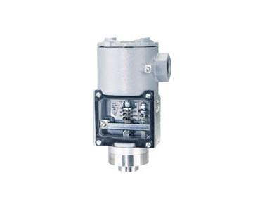 Dwyer SA1111E-A4-K1